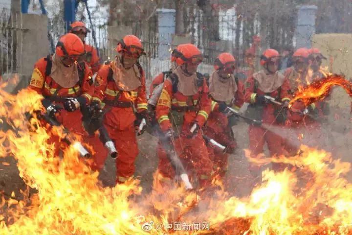 這不是大片!這只是森林消防員們的日常