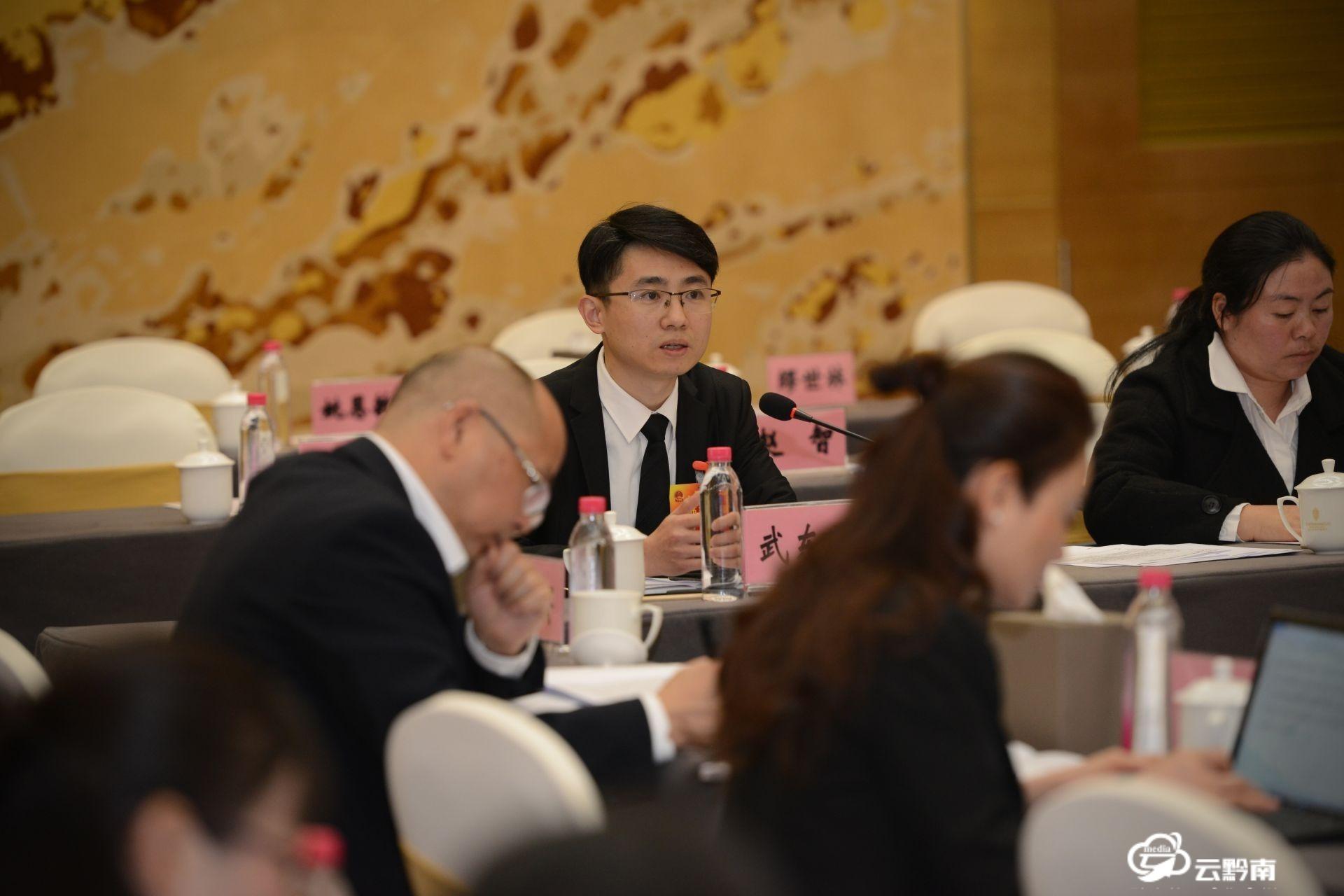 上下同心谋发展——黔南州十四届人大六次会议代表审议政府工作报告侧记