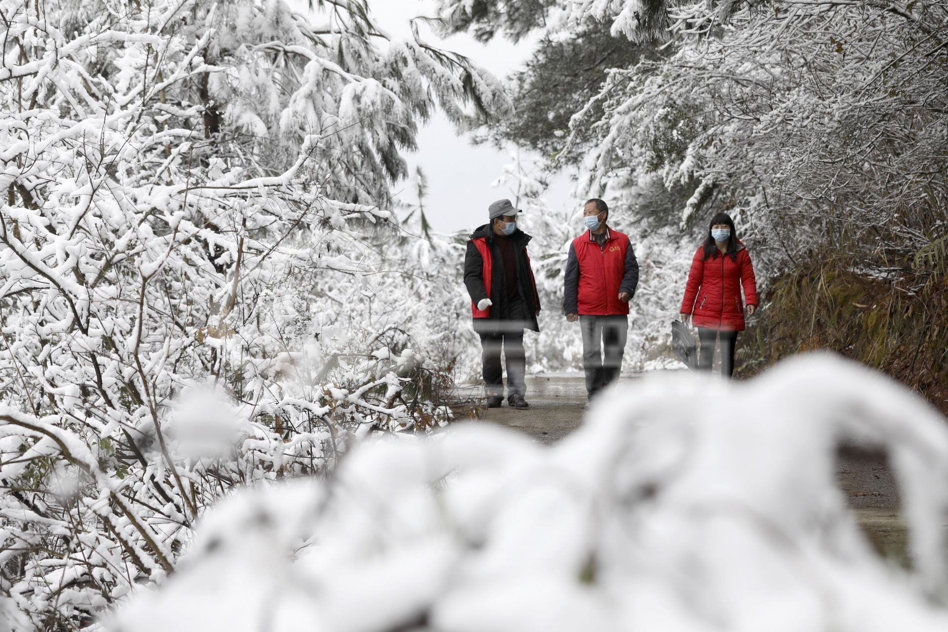 龙里:风雪中的防疫宣传志愿服务队