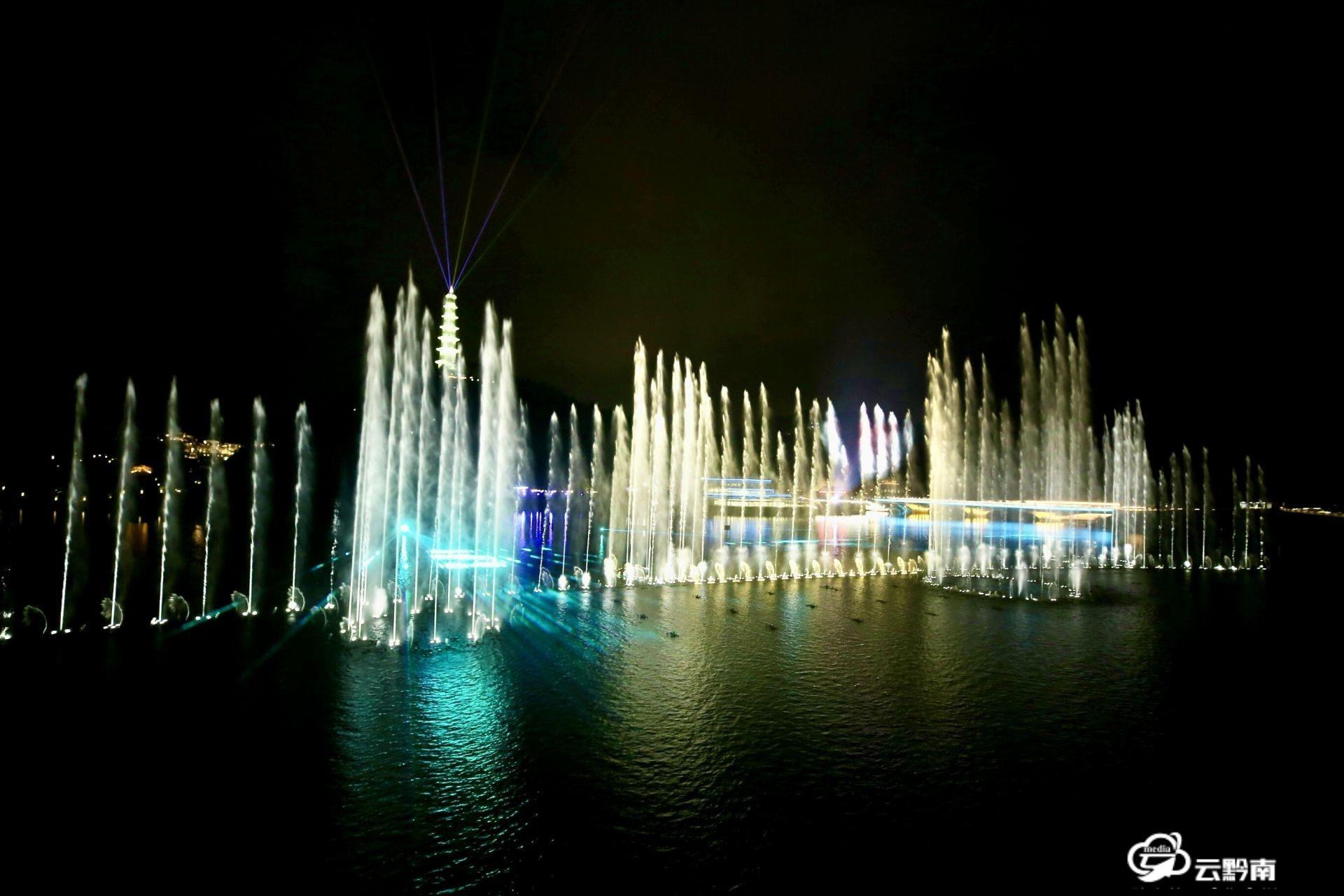 绿博会开幕前夜:音乐喷泉表演令人震撼