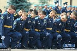 俄空降指揮學校舉行畢業典禮