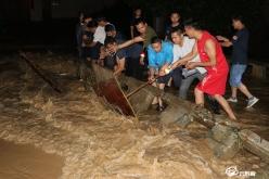 三都塘岳村:洪水涌來  干部上前