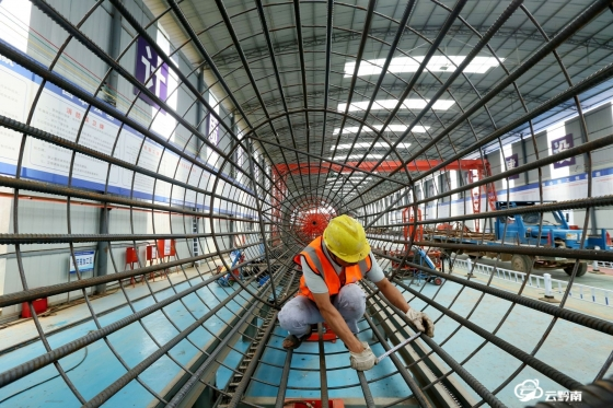 貴黃高速烏梅河特大橋項目工程穩步推進
