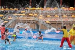 游客:黔南潑水節,好玩又精彩!
