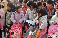 贵州银行黔南分行到龙里水苔村开展爱心助学活动