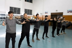 三都县2020年春晚节目紧张排练中