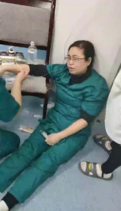 连续工作10多个小时  长顺产科护士累晕在手术室