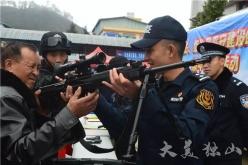 独山县积极开展政法、综治及平安建设工作集中宣传活动