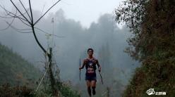 """黑夜里的""""光""""——记罗甸100公里超级越野赛男女组冠军蒙光富、杨光梅"""