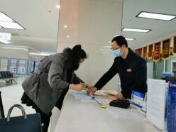 """【众志成城抗疫情】三都政务服务大厅:""""防疫""""""""办事""""两不误"""