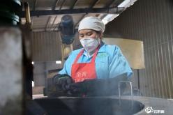 【众志成城抗疫情】福泉:加工生产野生山茶油保障市场供应