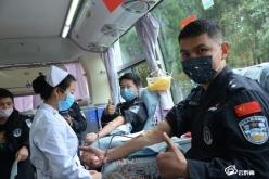 【眾志成城抗疫情】學雷鋒日  黔南特警無償獻血助力抗疫