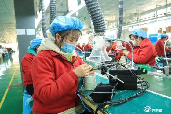 独山:抓好订单生产 促进外贸经济