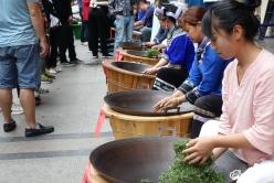 我州举办非遗技艺传承现场制茶活动助推黔货出山