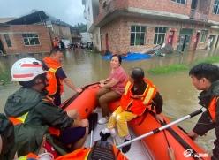 強降雨導致都勻平浪多人被困  黔南消防迅速出擊解救被困群眾