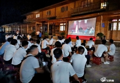 羅甸縣農村電影放映紅紅火火