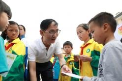 """长顺县70名贫困儿童领到""""微心愿""""礼物"""