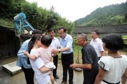 李克強在貴州銅仁大山深處走訪看望受災貧困戶