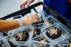 """中秋""""奇香""""飘南洋 传统月饼迎创新"""