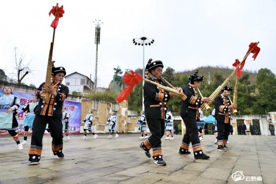 福泉:文艺轻骑兵进村寨 歌舞相伴幸福长