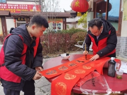 龙里县文联文艺志愿者们到龙山社区送祝福