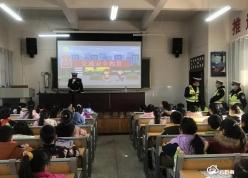 贵定县昌明小学200余名学生收到爱心羽绒服