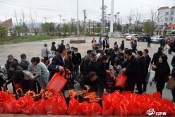 出发!惠水组织140余名移民群众乘专车返岗务工