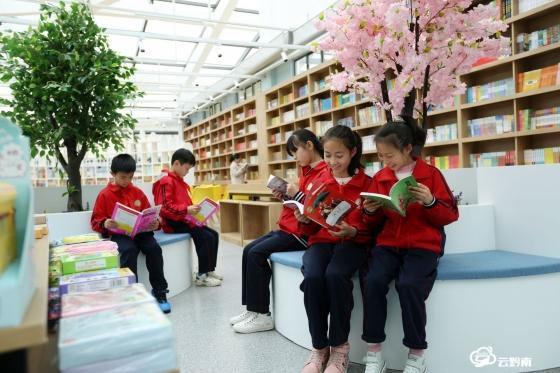 福泉陆坪:图书馆里品书香