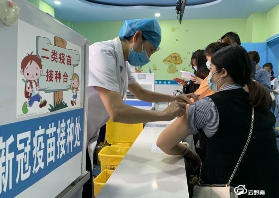 构筑全民免疫屏障  护航人民健康安全——黔南州全面启动新冠疫苗免费接种掠影