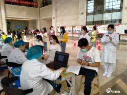 """贵定县流动服务队""""上门""""为群众接种新冠疫苗"""