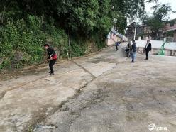 三都:仙人桥村开展迎环境大整治行动