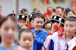 黔南州第二届民族民间芦笙乐舞大赛开展巡游彩排