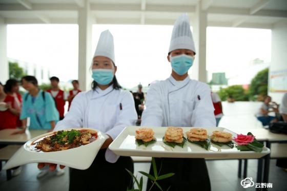 福泉:厨艺大比拼  欢乐过暑假