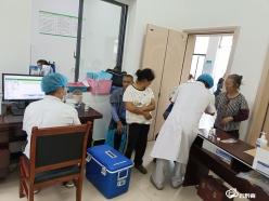【我为群众办实事】龙里龙山:为民办实事  疫苗送到村